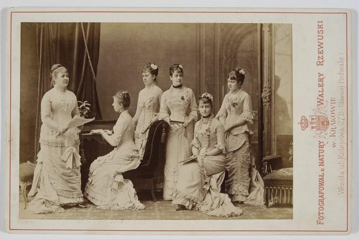 grupa-szesciu-kobiet